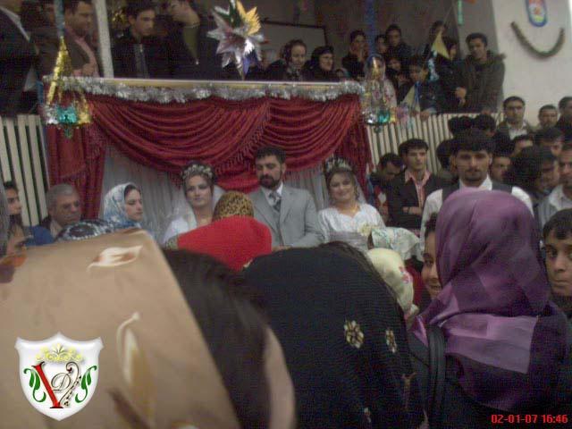 جشن ازدواج پسر جوان همزمان با دو عروس در یک روستا
