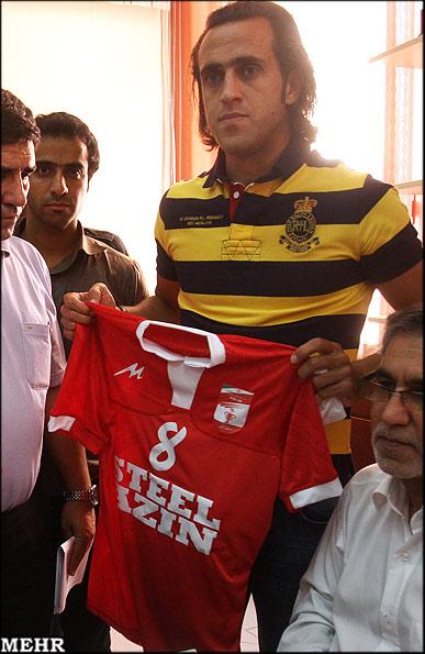 علی کریمی قرارداد خود با تیم فوتبال استیل آذین را ثبت کرد